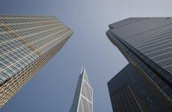 Tres edificios se colocan altos Foto de archivo libre de regalías