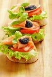 Tres emparedados con los salmones y el caviar Imagen de archivo