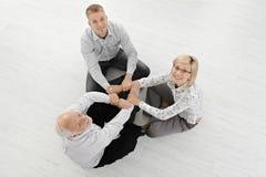 Tres empresarios meditating en suelo Fotografía de archivo libre de regalías