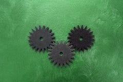 Tres engranajes en verde Fotos de archivo libres de regalías