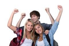 Tres estudiantes emocionados Fotos de archivo libres de regalías