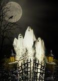 Tres fantasmas de Víspera de Todos los Santos imágenes de archivo libres de regalías