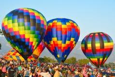 Tres globos coloridos del aire caliente en un festival Foto de archivo libre de regalías