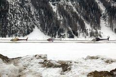 Tres helicópteros en una fila en el aeropuerto de St Moritz Switzerland en las montañas Imagen de archivo