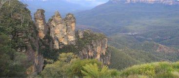 Tres hermanas en la montaña azul Imágenes de archivo libres de regalías