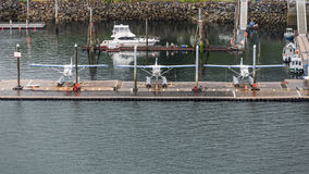 Tres hidroaviones en un puerto deportivo Foto de archivo