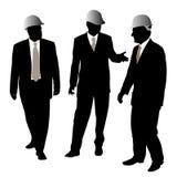 Tres hombres de negocios con el casco protector