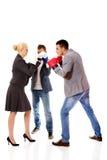 Tres hombres de negocios que llevan lucha de la competencia del comienzo de los guantes de boxeo Foto de archivo libre de regalías