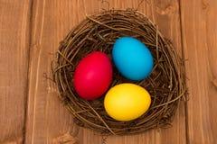 Tres huevos coloreados imagen de archivo