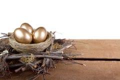 Tres huevos de oro en una jerarquía Fotografía de archivo libre de regalías