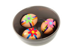 Tres huevos de Pascua adornados coloridos Imagenes de archivo