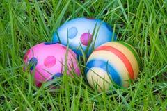 Tres huevos de Pascua ocultados Fotografía de archivo