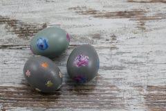 Tres huevos de Pascua pintados Imagen de archivo libre de regalías