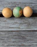 Tres huevos de Pascua viejos Imágenes de archivo libres de regalías