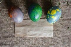 Tres huevos y notas de Kraft Imagenes de archivo