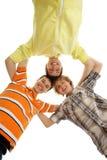 Tres jovenes y adolescentes felices que se ligan Imagenes de archivo