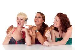 Tres jóvenes atractivos que disfrutan de la tentación Fotos de archivo libres de regalías