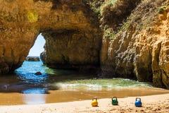 Tres Kettlebells en la playa Fotos de archivo