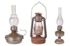 Tres lámparas de keroseno antiguas aisladas en el fondo blanco Imagen de archivo