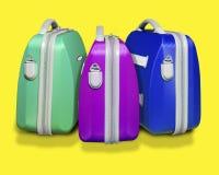 Tres maletas coloreadas imagenes de archivo