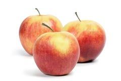 Tres manzanas rubicundas. imagenes de archivo