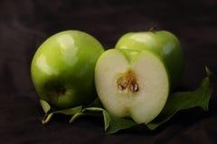 Tres manzanas verdes imagen de archivo libre de regalías