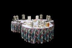 Tres mesas redondas servidas para el desayuno Fotografía de archivo