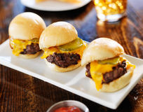 Tres mini resbaladores de la hamburguesa en fila Imagen de archivo libre de regalías