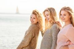Tres modelos de moda al aire libre Imagen de archivo