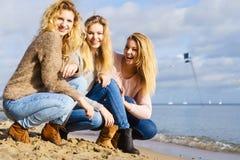 Tres modelos de moda al aire libre Imagen de archivo libre de regalías
