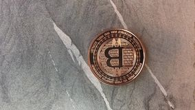 Tres monedas del bitcoin almacen de metraje de vídeo