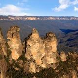 Tres montañas del azul de las hermanas Imagenes de archivo