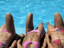 Tres muchachas de la piscina Imagen de archivo