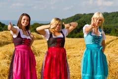 Tres muchachas en Dirndl Fotografía de archivo libre de regalías