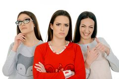 Tres muchachas en diversa expresión de la cara tres imagen de archivo