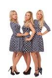 Tres muchachas en vestidos del punto y zapatos negros Foto de archivo libre de regalías
