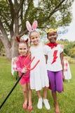 Tres muchachas que llevan el traje que presenta para la cámara Fotos de archivo libres de regalías