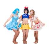 Tres muchachas vestidas en la presentación de la marioneta Imagenes de archivo