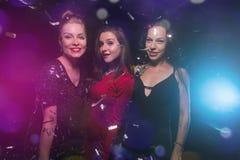 Tres mujeres en Año Nuevo o fiesta de Navidad Imagenes de archivo