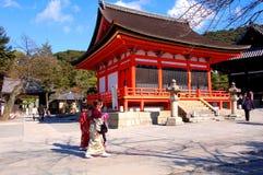 Tres mujeres japonesas en Kiyomi Fotografía de archivo libre de regalías