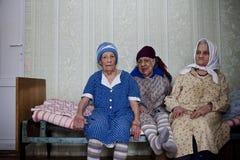 Tres mujeres mayores solas Fotos de archivo
