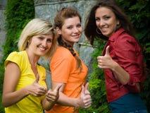 Tres mujeres sonrientes Foto de archivo libre de regalías