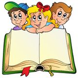 Tres niños con el libro abierto Imagen de archivo
