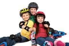 Tres niños en cascos Foto de archivo