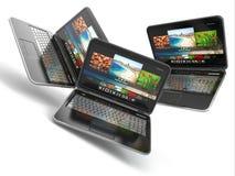 Tres ordenadores portátiles con en el fondo aislado blanco. stock de ilustración