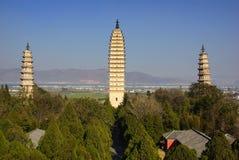 Tres pagodas budistas en la ciudad vieja de Dali, provincia de Yunnan, China Imagen de archivo