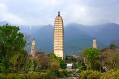 Tres pagodas del templo de Chongsheng en Dali, provincia de Yunnan Fotografía de archivo
