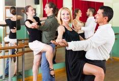 Tres pares felices que bailan tango Fotos de archivo libres de regalías