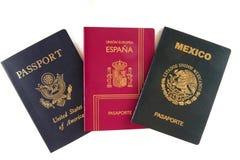 Tres pasaportes (americano, mexicano y español) Fotos de archivo