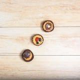 Tres pasteles arriba foto de archivo